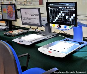 Panoramica videoingranditori da tavolo in Ausilioteca